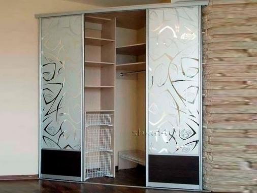 Угловой шкаф с диагональными дверями