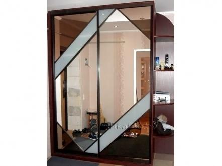 Шкаф-купе с необычными зеркалами