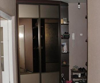 Шкаф-купе с фасадом из зеркала 2