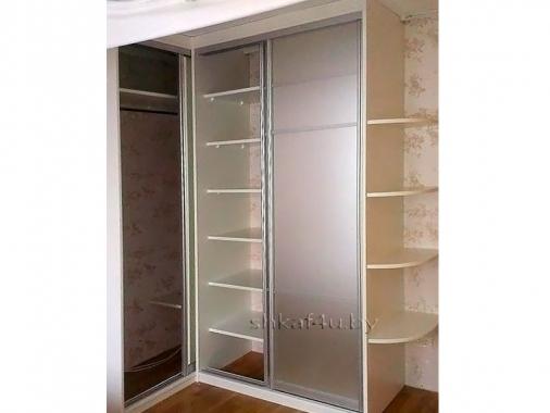 Угловой шкаф-купе с сатиновым фасадом