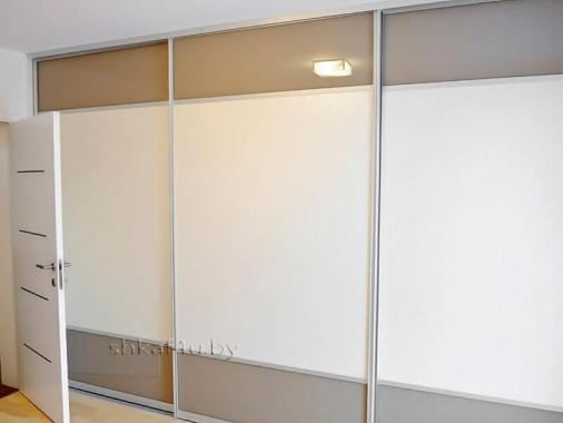 Шкаф-купе с лакобелью для просторной комнаты
