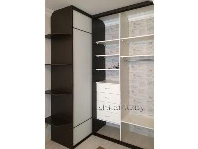 Угловой шкаф с боковыми консолями