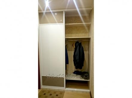 Шкаф-купе в спальню: бежево-кремовая классика