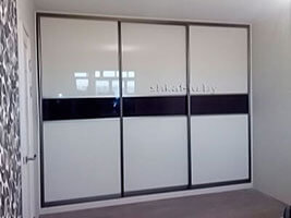 Шкаф-купе со стеклом лакобель
