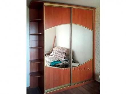 Практичный шкаф-купе для спальни