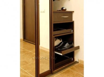 Узкий шкаф-купе с зеркалами