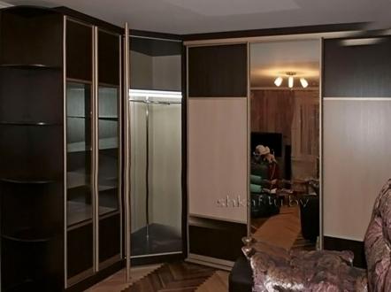 Шестидверный угловой шкаф
