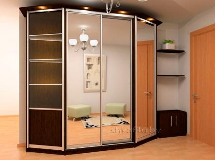 Угловой шкаф-купе для просторной спальни